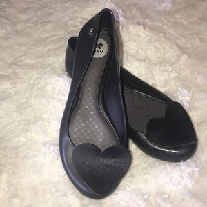 Zaxy black flats with heart in GUC